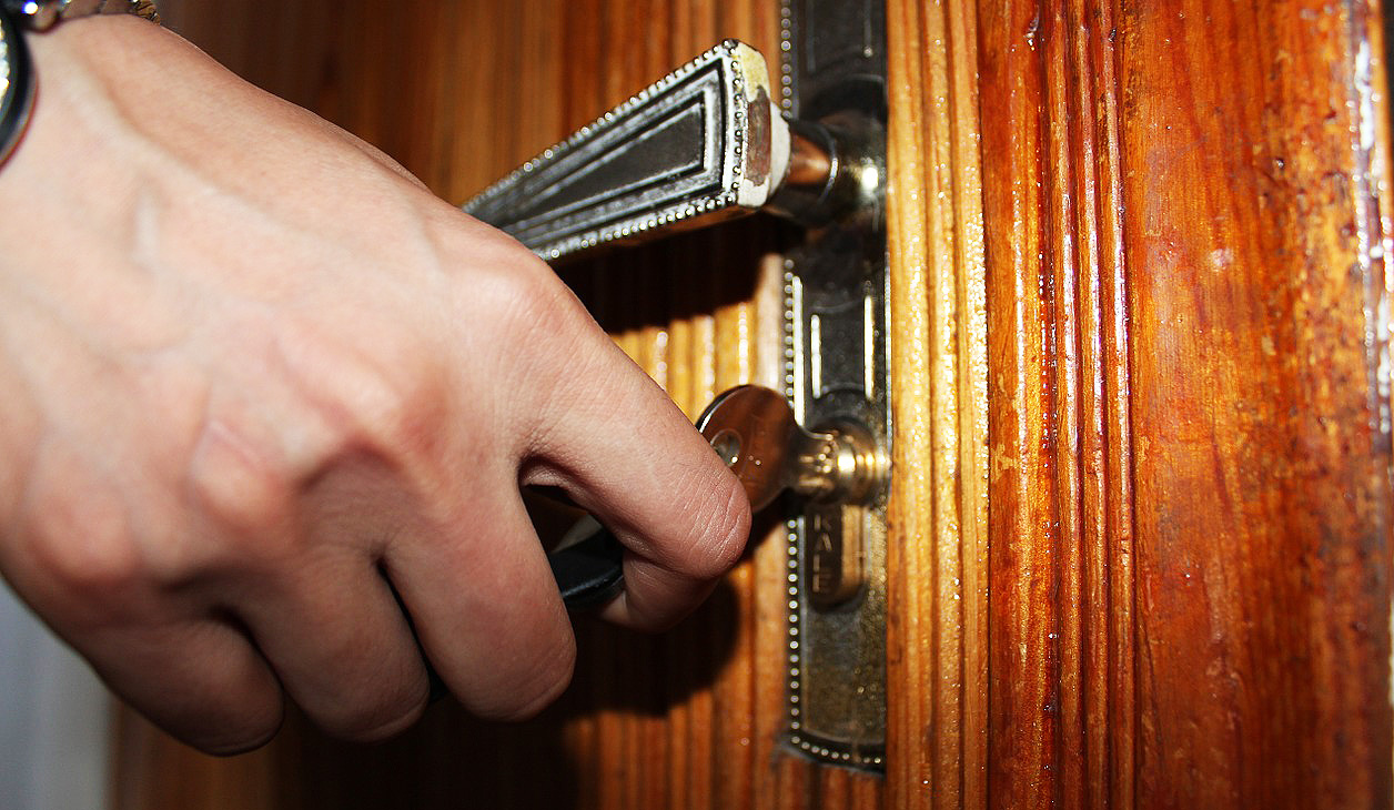 locked out of house cheap locksmith Toronto